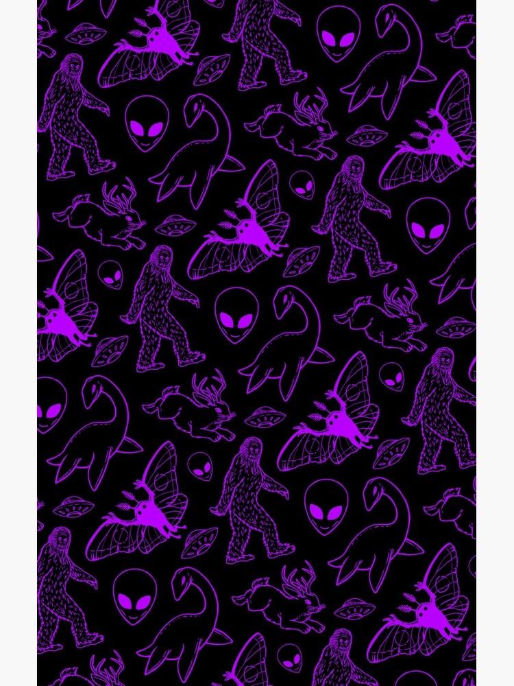 Cryptid Muster (Lila Hintergrund) von dianeleonardart