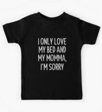 Camiseta para niños I Only Love My Bed y My Momma Lo Siento Camiseta