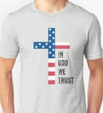 Camiseta ajustada En Dios confiamos