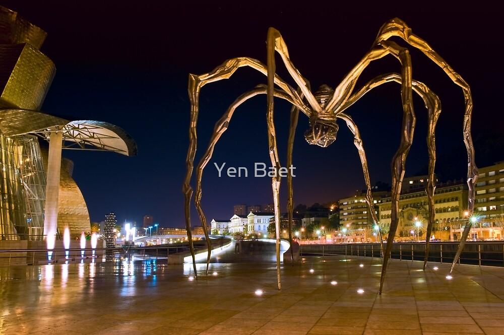 Maman the Giant Spider - Bilbao, Spain by Yen Baet