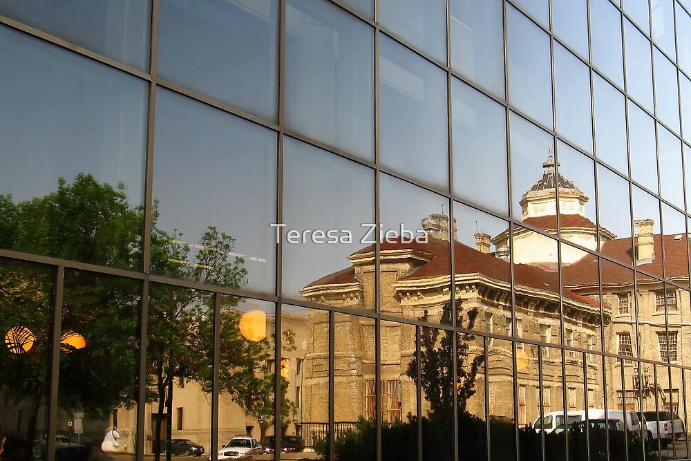 Old Beauty Reflected by Teresa Zieba