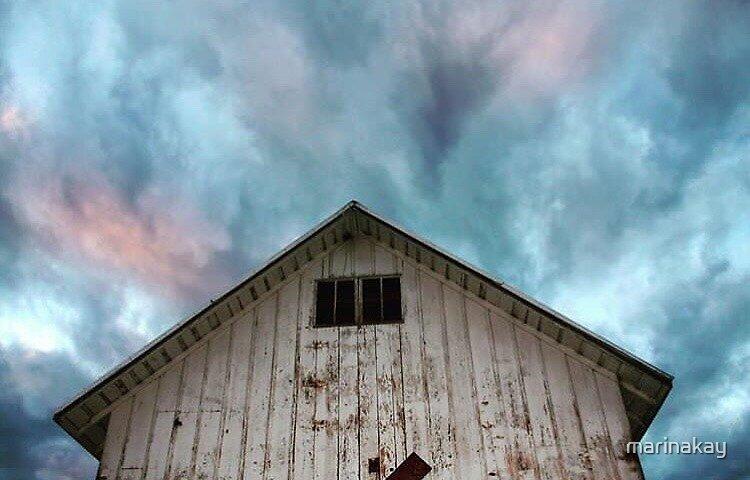Sunset over Abandoned House by marinakay
