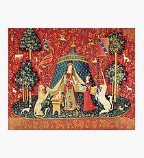 LADY AND UNICORN DESIRE, Löwe, Fantasieblumen, Tiere rot grün floral Fotodruck