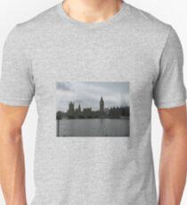 LONDON ON THE THAMES Unisex T-Shirt