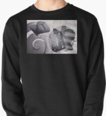 Abstract. Pullover