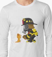 Firefighter rescues kitten Long Sleeve T-Shirt