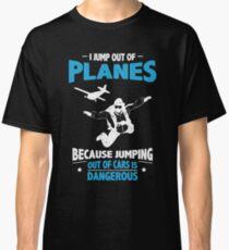 Ich springe von Ebenen - Springen von Autos ist gefährlich Classic T-Shirt