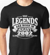 Camiseta unisex Legends are born in august 2002