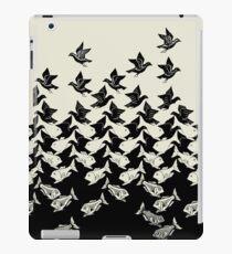 Fisch und Vögel Art Deco Tessellation iPad-Hülle & Klebefolie