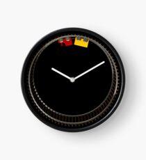 Spielzeugeisenbahn im Kreis Uhr