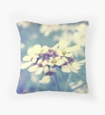 Fleurs Blanches et Violettes Throw Pillow