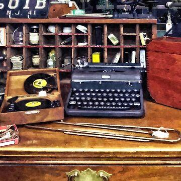 Vintage Typewriter and Vinyls by SudaP0408