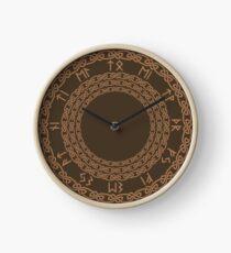 Reloj Knotwork simple en bronceado en marrón