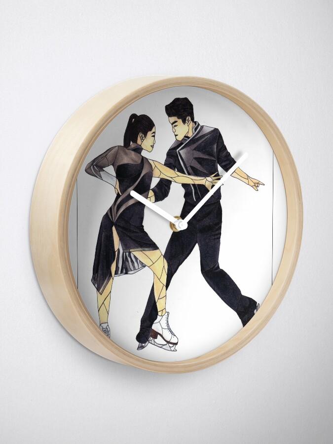 Alternative Ansicht von Maia und Alex Shibutani (Glasmalerei) Uhr