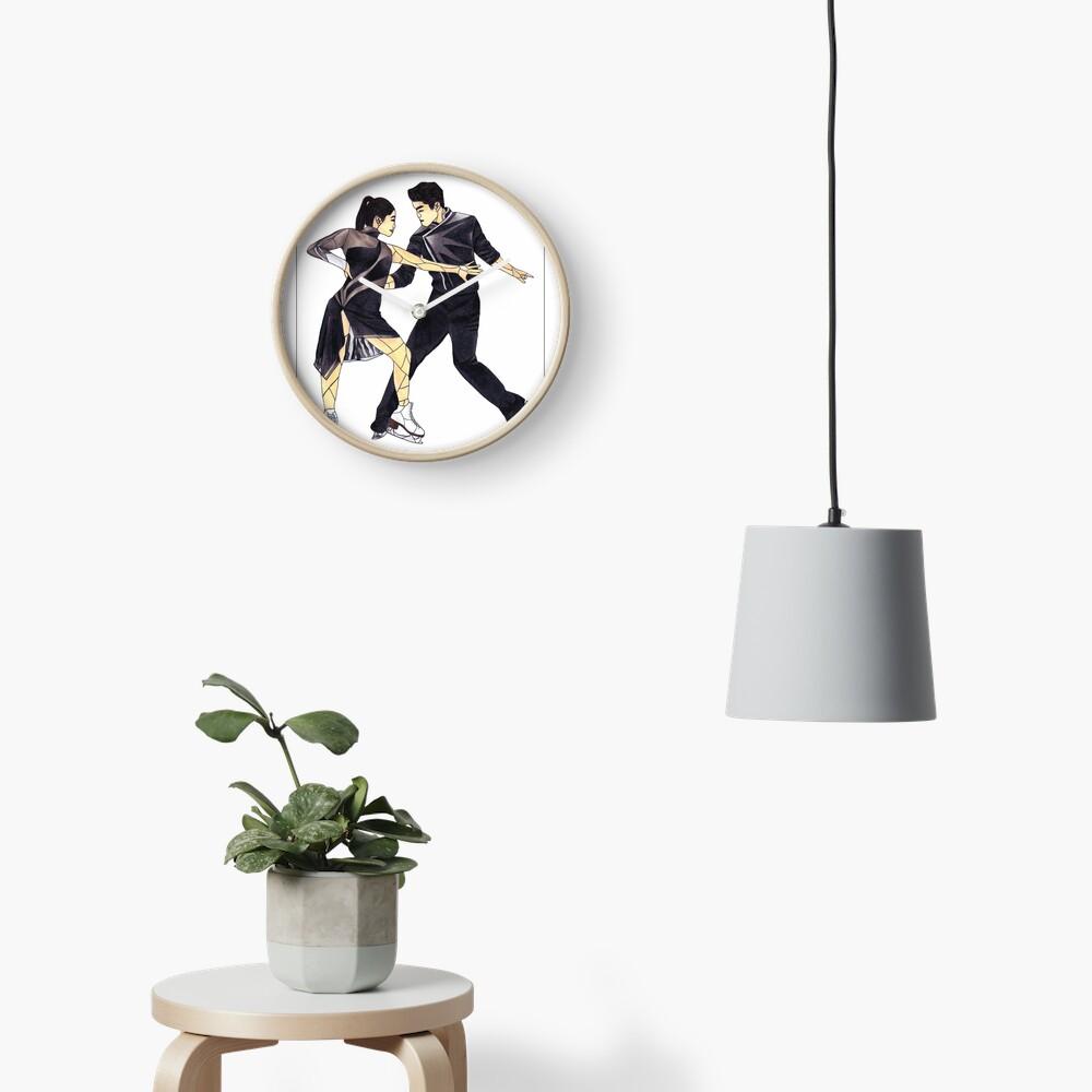 Maia und Alex Shibutani (Glasmalerei) Uhr