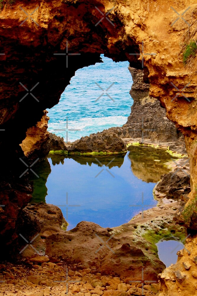 The Grotto, Great Ocean Road, Australia by Cindy Ritchie