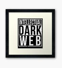 Intellektuelles dunkles Netz Shirt | Geradeaus Gerahmtes Wandbild