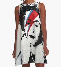 Banksy UK England Queen Elisabeth mit David Bowie Rockbandgesicht A-Linien Kleid