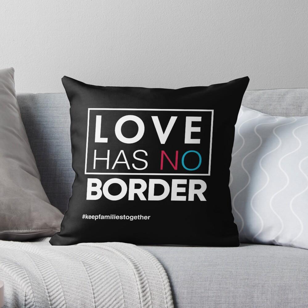 Liebe hat kein Grenzeinwanderungs-T-Shirt, Familien gehören zusammen Dekokissen