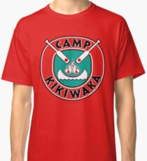Camiseta clásica Camp Kikiwaka - Bunk'd - fondo rojo