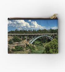 Castlewood Schlucht-Brücke Täschchen