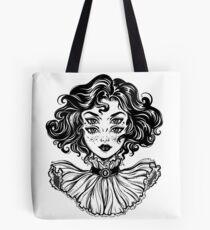 Bolsa de tela Retrato gótico de la cabeza de la muchacha de la bruja con el pelo rizado y cuatro ojos.