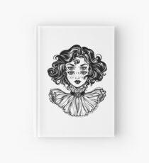 Portrait de tête de fille de sorcière gothique avec des cheveux bouclés et quatre yeux. Carnet cartonné