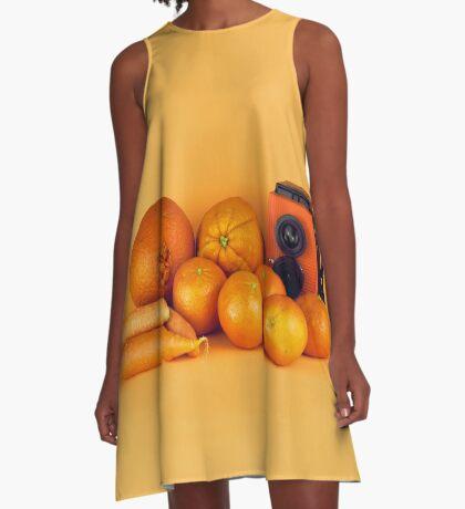 Stillleben der orange Karotten A-Linien Kleid
