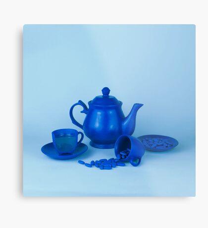 Blue Tea Party Wahnsinn Stillleben Metallbild