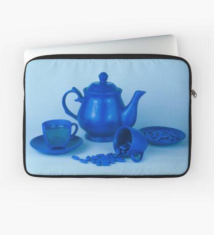 Blue Tea Party Wahnsinn Stillleben Laptoptasche