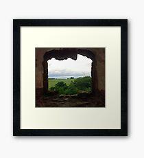 Die Ansicht vom Raglan-Schloss, Monmouthshire, Wales Gerahmter Kunstdruck