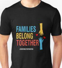 Familien gehören zusammen #EndFamilySeparation Stop Separing Immigran Slim Fit T-Shirt