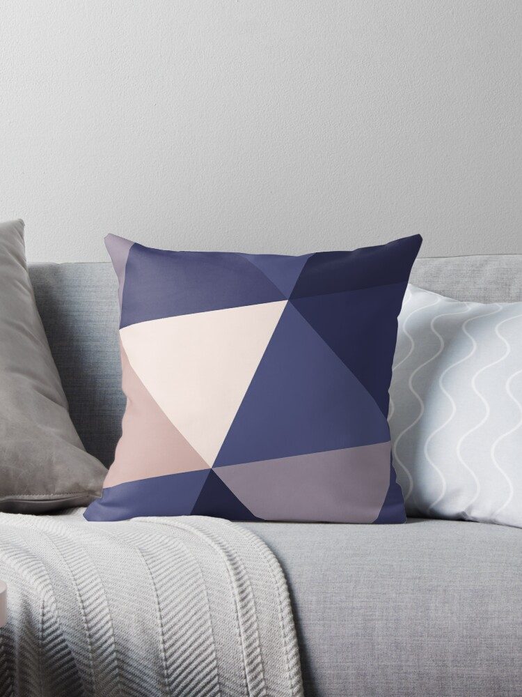 Dreieckiges Muster (Dunkles Violett) von Lucas Dietrich
