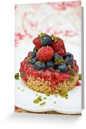 Dessert with berries by Ilva Beretta