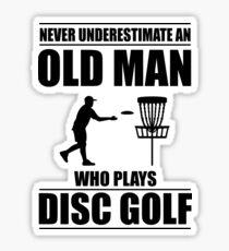 Pegatina Nunca subestime a un anciano que juega disco Golf V3
