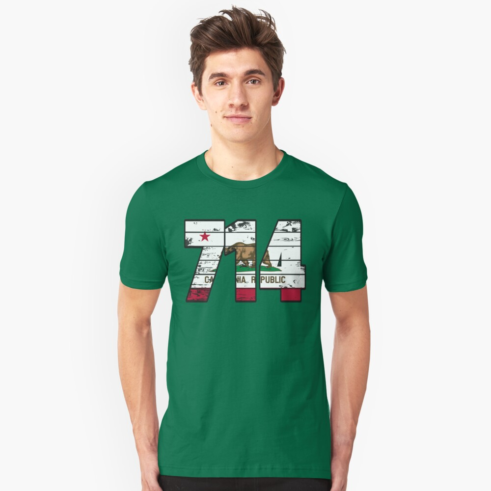 LOVE THAT  714 LIFE - YOUR FAVORITE AREA CODE WITH A HEAVY WOOD OVERLAY DISTRESS Unisex T-Shirt Front