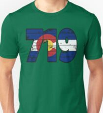 LOVE THAT  719 LIFE - YOUR FAVORITE AREA CODE WITH A HEAVY WOOD OVERLAY DISTRESS Unisex T-Shirt