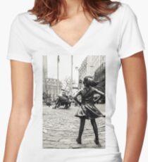Camiseta entallada de cuello en V Fearless Girl & Bull NYC