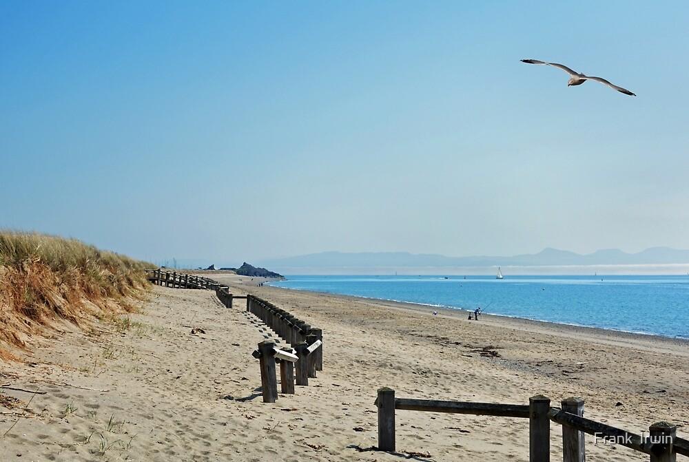 South Beach Pwllheli, North Wales by Frank  Irwin