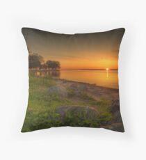 Violetter Sonnenaufgang Throw Pillow