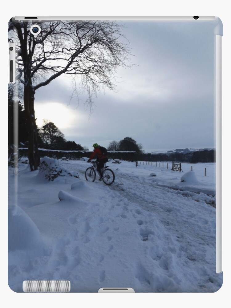 Cycling in the Snow by derbyshireduck