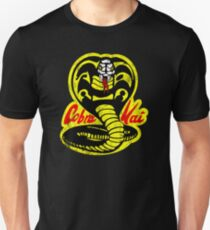 Cobra Kai Shirt - Vintage Distressed Style - Retro 80er und 90er Jahre Vintage Movie Shirt Slim Fit T-Shirt