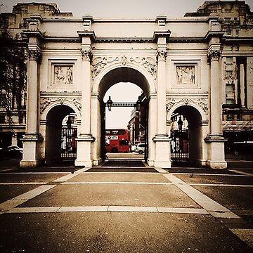 London Bus Driving Passed Arch by jr4599