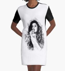 Vestido camiseta Lauren Jauregui logotipo blanco y negro