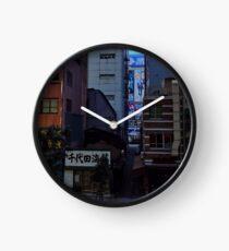 Akihabara kontrastiert Uhr