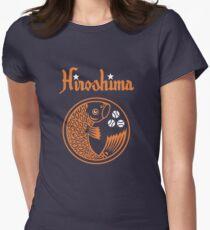 Hiroshima Karpfen Retro Tailliertes T-Shirt für Frauen