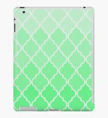Trendy chic turquoise classic Quatrefoil Pattern iPad Case/Skin