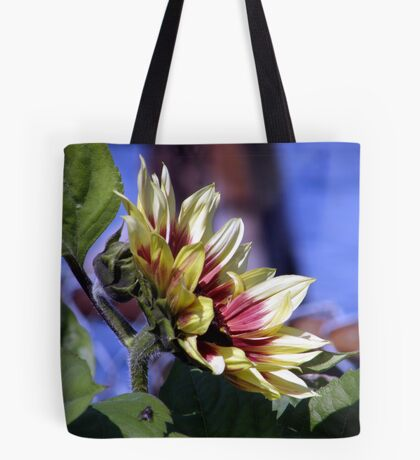 Fly Admiring Sunflower Tote Bag