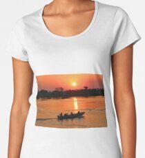 Sonnenuntergang bei den Victoria Falls Premium Rundhals-Shirt
