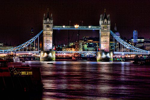 Tower Bridge by iniquity